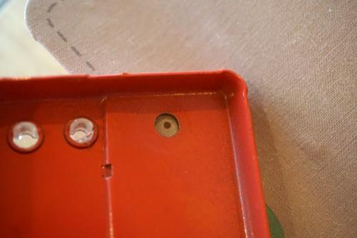 パンチで開ける場合は裏から位置を確認