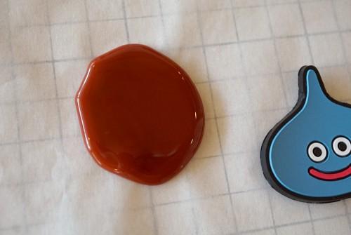 直径4センチほどグルーを溶かす
