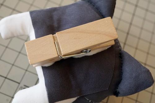 木製ピンチを貼りつける